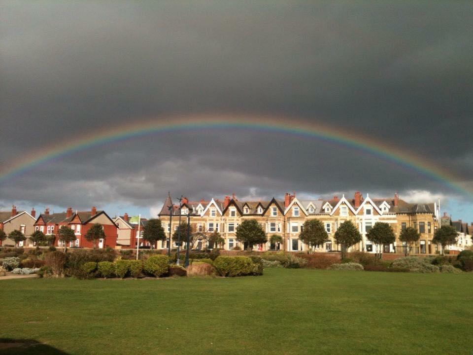 tanskeys_banks_road_rainbow